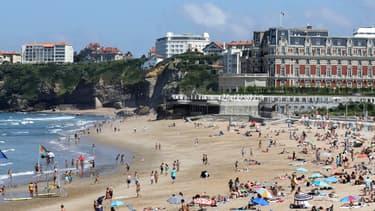Une plage à Biarritz en France