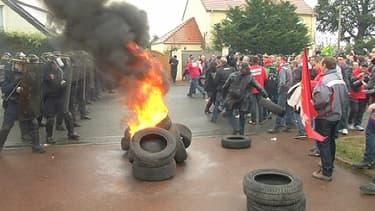 Les nombreux plans sociaux provoquent la colère des syndicats.
