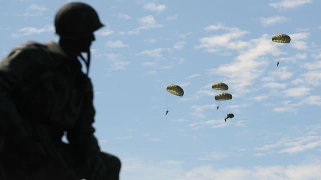 Plusieurs milliers de militaires participent aux célébrations du Débarquement.
