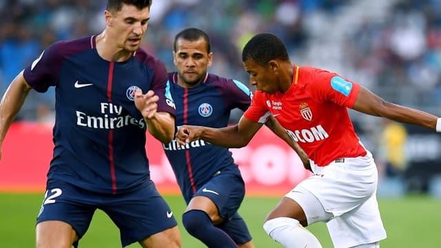 Kylian Mbappé face à Thomas Meunier et Dani Alves, des futurs coéquipiers?