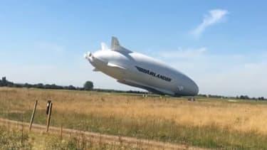 Le plus gros aéronef du monde manque totalement son atterrissage en Angleterre.