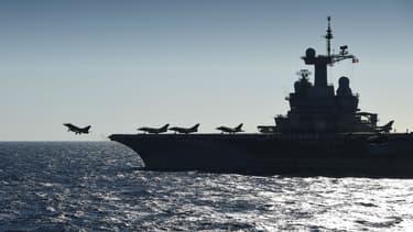 François Hollande est arrivé à bord du porte-avions Charles de Gaulle, engagé dans la lutte contre Daesh. (Photo d'illustration)