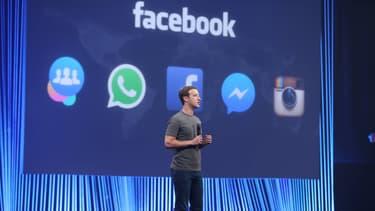 Mark Zuckerberg lors d'une conférence de presse de Facebook où il présente les dernières nouveautés What'sApp.