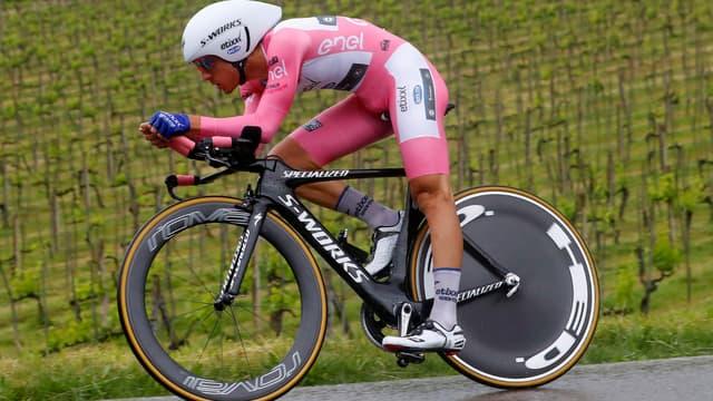 Gianluca Brambilla (Etixx-Quick Step) garde la maillot rose sur la 9e étape du Giro pour seulement .. une seconde.