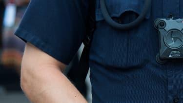 Caméra corporelle sur un policier américain. (Illustration)
