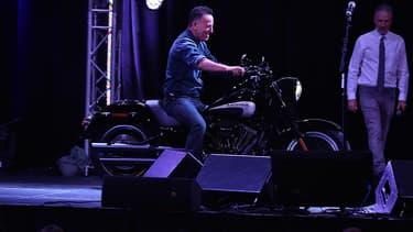 Bruce Springsteen arrivant à moto au Madison square garde le 1er novembre 2016.