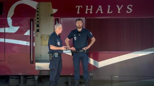 La police devant le Thalys en gare d'Arras, le 22 août 2015
