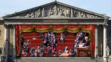 Le groupe UMP a quitté les bancs de l'Assemblée, protestant contre les propos de Manuel Valls.