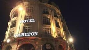 Le Carlton de Lille, au coeur de l'affaire de proxénétisme qui secoue la ville. Le parquet de Douai a demandé mardi le dessaisissement des deux juges qui instruisent l'affaire, invoquant l'implication d'un policier et d'un avocat lillois mis en examen mai