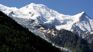 Trois alpinistes expérimentés se sont retrouvés bloqués sur le Mont-Blanc, la faute à une baisse soudaine de la visibilité. Ils ont pu être secourus en fin de matinée par le PGHM de Chamonix.