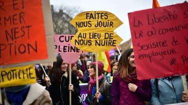 Des milliers de manifestants se sont réunies à Paris