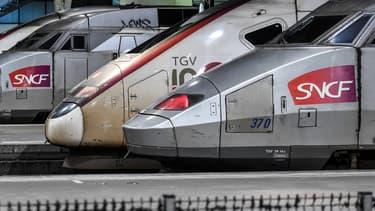 """Le trafic ferroviaire a atteint """"un plancher"""" avec notamment 42 TGV par jour sur environ 700 habituellement, indique la SNCF"""