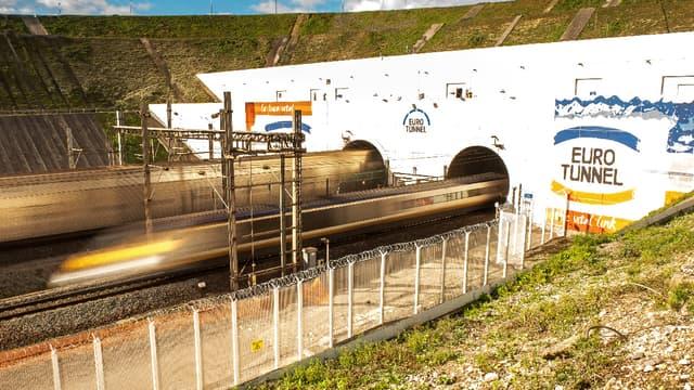 Des câbles électriques reliant l'Angleterre et la France vont être installés dans le tube nord du Tunnel sous la Manche.