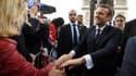 Emmanuel Macron, pendant son bain de foule près de l'Arc de Triomphe, dimanche 14 mai.