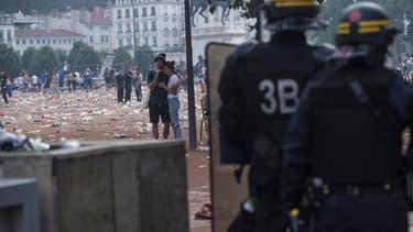 De violents affrontements ont opposé les forces de l'ordre et des casseurs à Lyon dans les heures qui ont suivies la victoire des Bleus dimanche 15 juillet