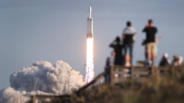 Décollage de la fusée SpaceX Falcon Heavy, le 11 avril 2019.