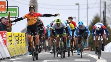 Ivan Garcia lève les bras en signe de victoire