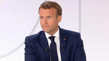 """Coronavirus: Emmanuel Macron annonce vouloir que le masque soit """"obligatoire dans tous les lieux publics clos"""" à partir du 1er août"""