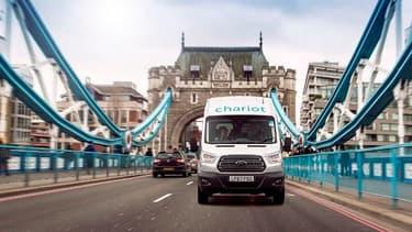Les trajets dans Londres sont opérés du lundi ou vendredi, grâce à 14 minibus, offrant chacun 14 places assises.