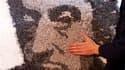 Jinks Kunst, un artiste franco-suisse de 35 ans installé en Loire-Atlantique, a réalisé un portrait de Serge Gainsbourg composé exclusivement de filtres de cigarettes pour commémorer le 20e anniversaire de la mort du chanteur français, fumeur notoire. D'u