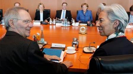 Chistine Lagarde et son homologue allemand des Finances Wolfgang Schäuble ont déclaré que la France et l'Allemagne voulaient qu'une taxe sur les banques visant à prévenir le risque systémique soit adoptée au niveau international, afin de ne pas pénaliser