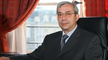 Gilbert Azibert, avocat général à la Cour de cassation, dans son bureau alors qu'il était secrétaire général au ministère de la Justice, en 2008.