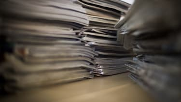 Photo d'une pile de journaux (image d'illustration)