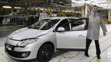Renault et PSA ont confié de nombreux modèles récents (Captur, Cactus, Nouveau Picasso), à leurs usines espagnoles. Ici, le Président du gouvernement; Mariano Rajoy, en visite dans une des usines espagnoles de Renault.