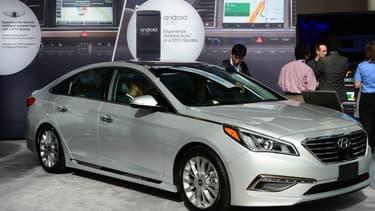 Android Auto fournit  sur la Sonata de Hyundai un système embarqué de divertissement et d'aide à la navigation.