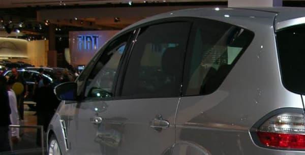 Le Ford S-Max Sport était de son côté sur un tapis de neige