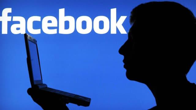 """Hun Sen se défend d'avoir acheté des """"like"""" pour sa page Facebook"""