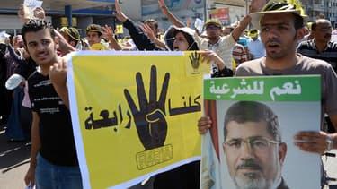 Des partisans de l'ancien président Mohamed Morsi manifestent à Alexandrie le 20 septembre 2013.