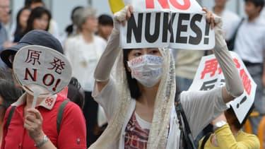 En dépit des protestations de la population japonaise, comme ici à Tokyo en juin dernier, deux réacteurs, Sendai e et 2, vont être relancés au début 2015.