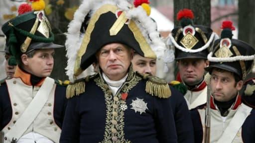 L'historien russe Oleg Sokolov, habillé en Napoléon, lors d'une reconstitution historique en 2005 en Russie