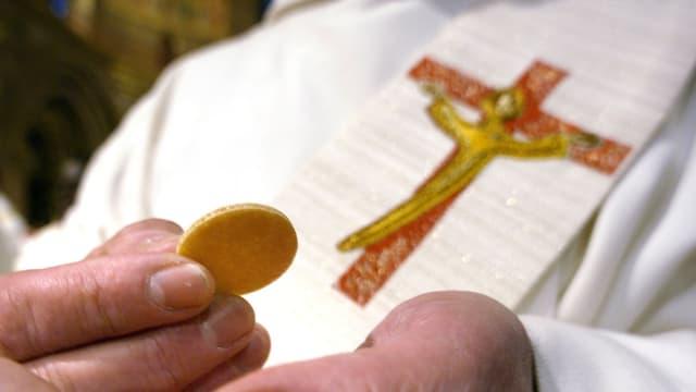 Un prêtre, image d'illustration.