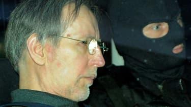 Michel Fourniret le 13 mai 2008 quitte le tribunal de Charleville-Mézieres