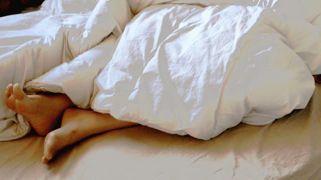 Pendant la canicule, tous les moyens sont bons pour réguler la température de la chambre.