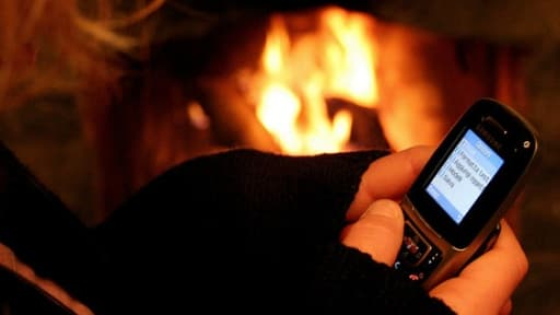 Les arnaques par sms se multiplient, et bien qu'un numéro d'alerte existe, les mesures restent peu efficaces.