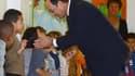 François Hollande a été acclamé par les enfants de l'école Ronsard d'Angoulême.