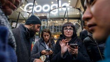 500 employés travaillant au siège européen de Google à Dublin ont observé jeudi 1er novembre un arrêt de travail symbolique pour dénoncer la gestion du groupe en matière de harcèlement sexuel