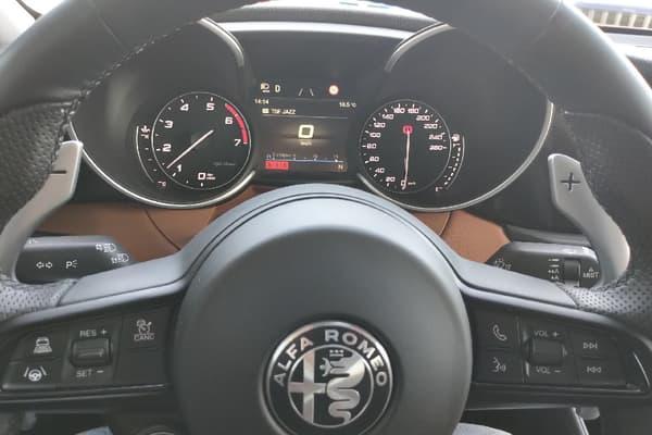L'Alfa Romeo Giulia Veloce dispose de 280 chevaux.