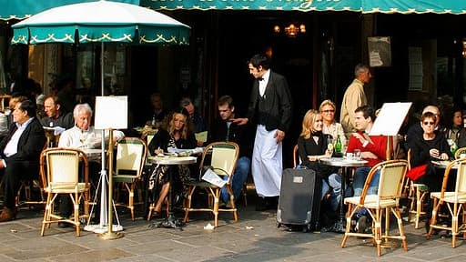 La confiance des Français dans l'économie continue de chuter en mars.