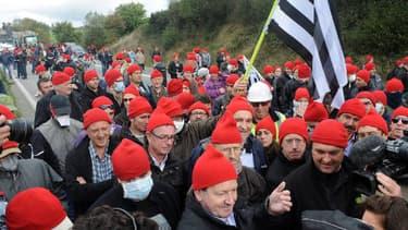 Les manifestants contre l'écotaxe ont défilé ce week-end avec des bonnets rouges sur la tête, le symbole d'une autre luttre contre une taxe... sous Louis XIV.