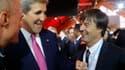 L'ancien secrétaire d'État d'Obama, John Kerry, avec Nicolas Hulot, pendant la COP21 le 30 novembre 2015, au Bourget