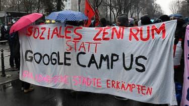 A Berlin, l'arrivée d'un Google Campus ne fait pas que des heureux. Chaque vendredi à 18 heures, les opposants manifestent pour réclamer l'abandon du projet.