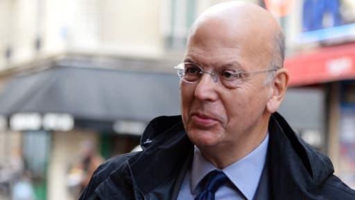 Le sulfureux conseiller de Nicolas Sarkozy est devenu un salarié encombrant pour TF1