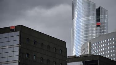 La banque a programmé un plan d'économies de 850 millions d'euros.