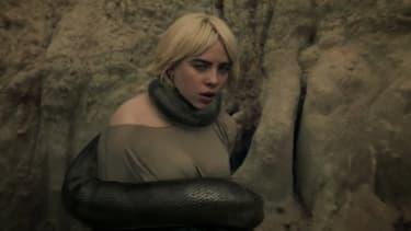 """Billie Eilish dans le clip """"Your Power"""""""