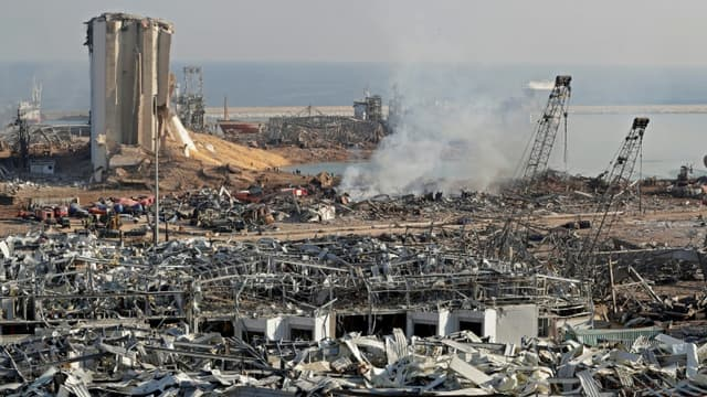 Le port de Beyrouth au lendemain d'explosions meurtrières, le 5 août 2020.