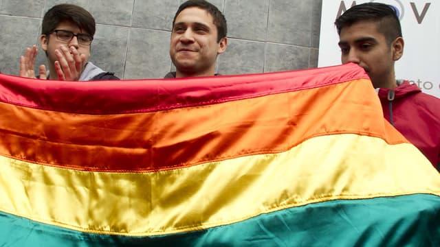 """""""Beaucoup de soldats ne supportent pas l'homosexualité non parce qu'ils sont contre, mais parce que en tant que groupe social il a été décidé que l'homosexualité est un problème"""", a déclaré l'officier chilien (au centre)."""